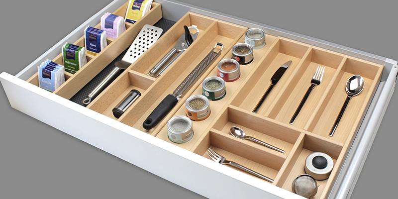 Vielseitiges Ordnungssystem: Besteckkasteneinsätze aus Holz